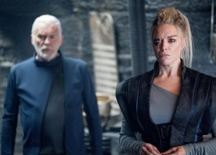 "KRYPTON -- ""Light-Years From Home"" Episode 201 -- Pictured: Hannah Wadddingham as Jax-Ur -- (Photo by: Steffan Hill/SYFY)"