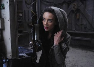 "KILLJOYS -- ""Blame It On the Rain"" Episode 502 -- Pictured: Hannah John-Kamen as Dutch -- (Photo by: Ian Watson/Killjoys V Productions Limited/SYFY)"